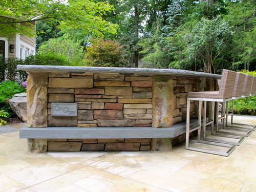 Custom Outdoor Kitchens and Bars